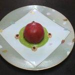 ビストロ サンクプラスカフェ - 料理写真:トマトの詰め物ヒスイソース