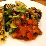 ヴィーノヴィーノ - 白いんげん豆とミミガーのマリネサラダ, 冷たいカポナータなど。