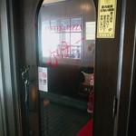 アデリータ - 入って右に喫煙席、左が禁煙席。