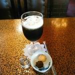 アデリータ - ランチセットのアイスコーヒー。単品+130円(税込)。小さなクッキー付。