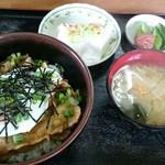 杉本食堂 - 料理写真:焼肉丼 680円
