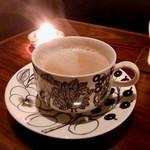 白檀 - カフェオレ カップはARABIAのブラックパラティッシ それにたっぷりなみなみと♡