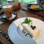 ダイニングカフェ・ボリジ - レアチーズケーキ&カプチーノ