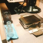 東京苑 虎ノ巻 - お席備え付きのウーロン茶(飲み放題)