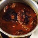 バルバル - 鶏の赤ワイン煮込み仕込み中