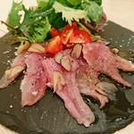 肉寿司 薪焼き キッチンひろ - 大和肉鶏ももたたき(980円)