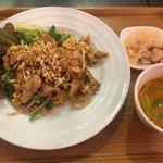 Thai Food Lounge DEE  - 鶏のパッタイ(*´ω`*)ランチセット