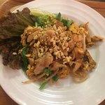 Thai Food Lounge DEE  - 鶏のパッタイ(*´ω`*)
