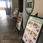 Thai Food Lounge DEE  - 店頭 Dee