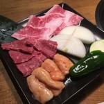 89078991 - 大山黒牛焼肉定食(ランチ)のお肉・野菜