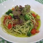 Formaggio - 料理写真:季節の野菜のジェノベーゼ 1080円
