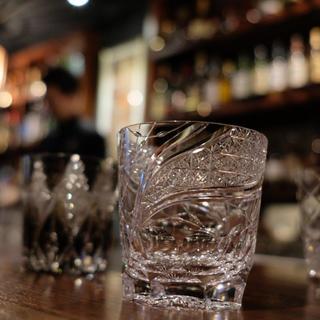 和モダンな江戸切子グラスで日本の美しさを