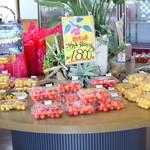ハタケカフェ - 果物を売る売店も