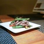 RAKUSUI - ・ステーキのような鉄板の青椒牛肉絲
