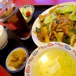 しいたけ飯店 - 豚角煮定食A(回鍋肉)1280円(サラダ・スープ・漬物・ドリンク付き)