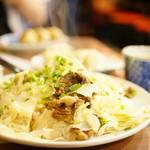 横浜 青葉餃子 - 牛すじ塩キャベツ丼 (¥850)、ゆで餃子 (4ケ) (¥280)