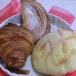BOULANGERIE ChouChou - 料理写真:・クロワッサン(150円)・メロンパン(130円)・クリームパン(150円)