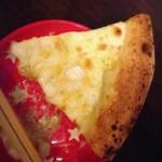 Pizza Presso - クワトロフォルマッジ(ハチミツ添え)