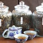 マレーチャン dua - ジャスミン・プーアル・ウーロンの3種類のお茶でごゆっくりお過しください