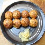 たこやき ふくちゃん - 料理写真:たこやき 素焼き 並皿 美味しい生姜付き!