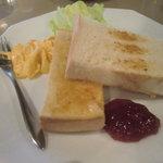 カフェ・ド・クロワッサン - モーニング:ジャムトースト
