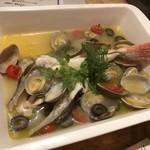 伊東の魚とワインの店 イトウバル - ほうぼうのアクアパッツァ