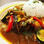 南国楽園酒場 バリバール - 野菜たっぷりスパイシーチキンカレー