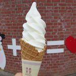 八紘学園 農産物直売所 - 料理写真:ソフトクリーム大(270円)