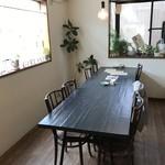 カフェ ガーランド - 今日は中央の、8人掛けの大テーブルを独占させていただきました(2018.7.12)