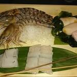 89107423 - 本日の海鮮5種盛り合わせ                                              海老・イカ・ハモ・ふぐの肝・ホタテ