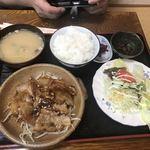 多楽福亭 - 料理写真:豚カルビ定食850円