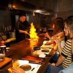 大人の鉄板 Basaro - 鉄板焼の醍醐味である、調理を見て楽しめるカウンター席。