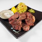 大人の鉄板 Basaro - 厚切り牛タンステーキ、人気です!