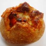 ecomo Bakery marumaru - 季節野菜のカレーパン