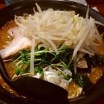 麺屋 とみ吉 - 味噌ラーメンモヤシ860円。