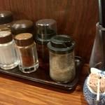 麺屋 とみ吉 - 卓上調味料