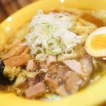 麺屋 すずらん - 黄色い丼