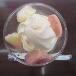 ミニストップ - 完熟白桃パフェ・上から
