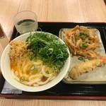 たも屋 - 釜玉うどん(360円)と天ぷら