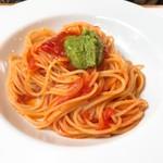 サレペペ - トマトとバジル