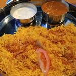 DELHI GATE - あとからやってきたワンプレートにチキンビリヤニとカレーにヨーグルトサラダ