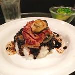 銀座楸 - 牛と牡蠣のステーキ乗せ黒いカレーライス @1,100円