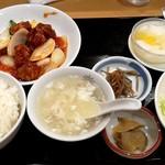 天華菜家 - 酢豚ランチ 880円