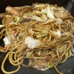丸福 - 料理写真:焼そば(豚肉)アップ上