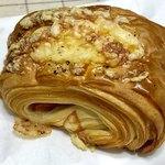 パン屋 Sora - ハムとカマンベールのパン