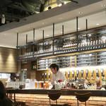 クラフトビールタップ - タップが並ぶカウンター