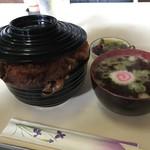 グリルやまとや - カツ丼(650円税込)       スープと漬け物付きです