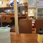 酒場食堂 - テーブル席に着席です