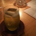 路地裏のShiki - 2018 八女 煎茶 ジントニック 800円
