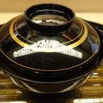 Kichisen - 椀の蓋には茶筅でさっと露を打ち